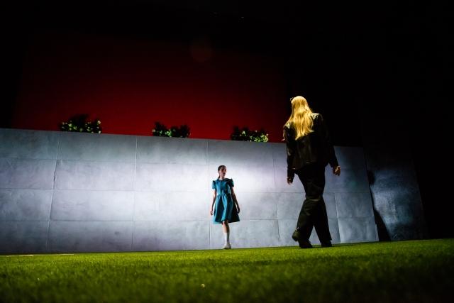 Akademie für Darstellende Kunst Baden-Württemberg - Schauspielschultreffen Berlin (SKS) | »Alice_(Ƨ)« nach Lewis Carroll